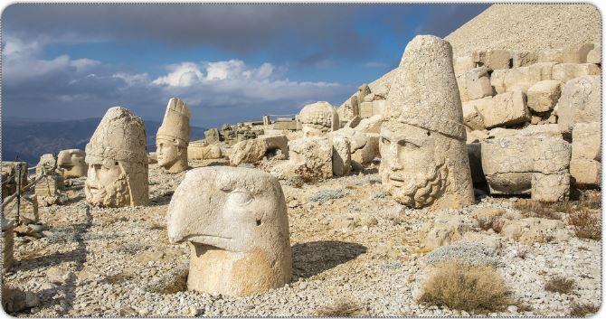 Nemrut Dağı taş heykelleri